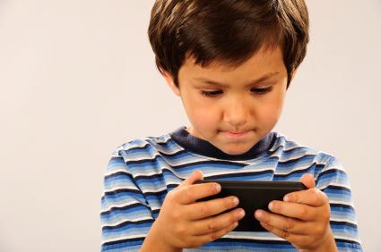 Ai 8 ani și smartphone? Vreau să te duci la mă-ta și să-i spui… 3