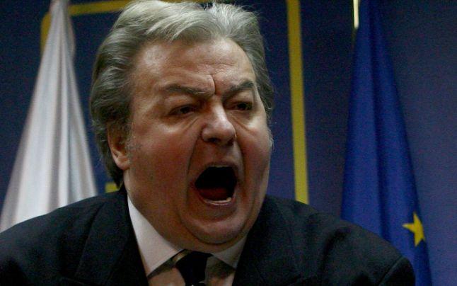 A murit Vadim. România vinde cămașă de forță, uzată 3