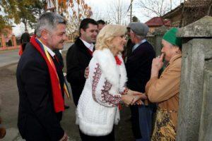 O hoașcă bătrână și-o biată bătrânică (sursă peia.ro)