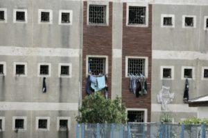 Ăsta-i Penitenciarul Rahova... dar pentru o secundă ai crezut că-i Liceul M. Sadoveanu. Seamănă puțin.