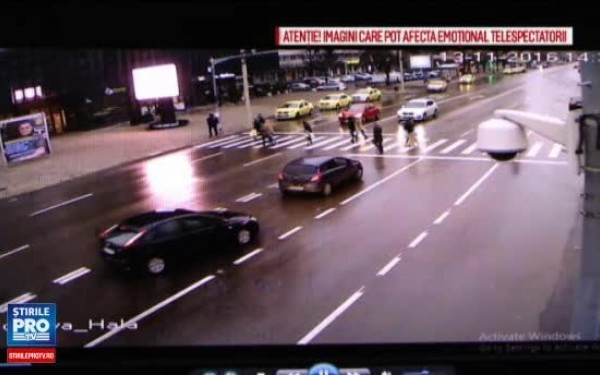 Un bărbat din Iași a fost lovit de o reclamă luată de vânt.
