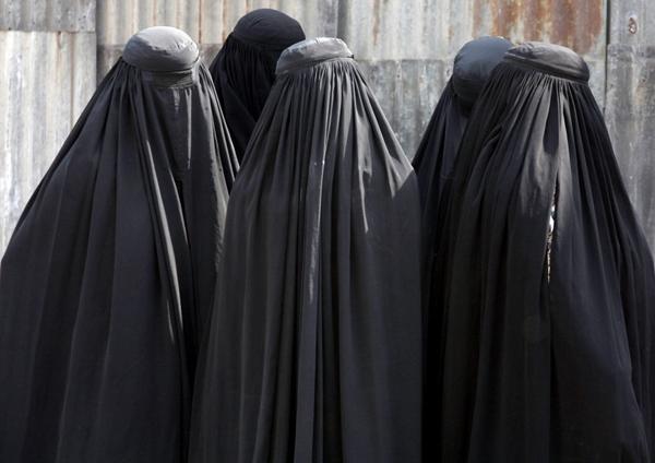 Bărbații să poarte burkă, nu femeile 5