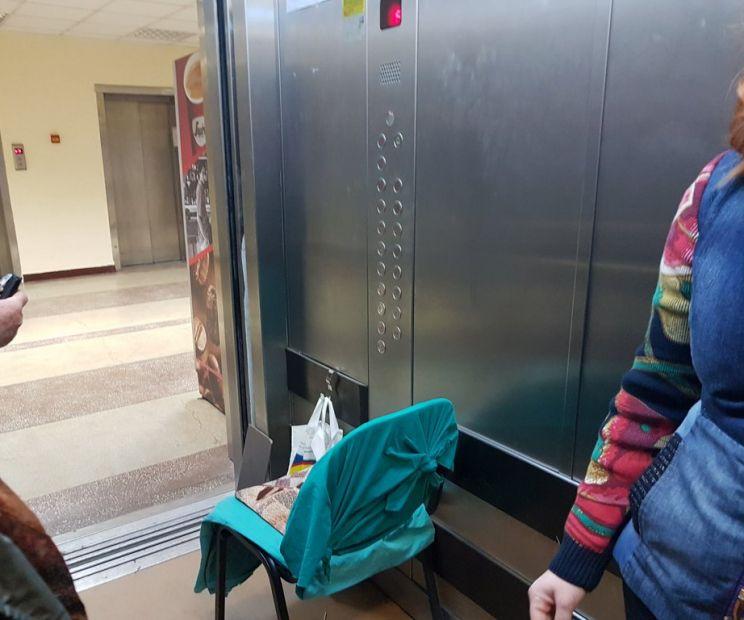Sunt genul de om care vrea bacșiș în liftul tău... 3