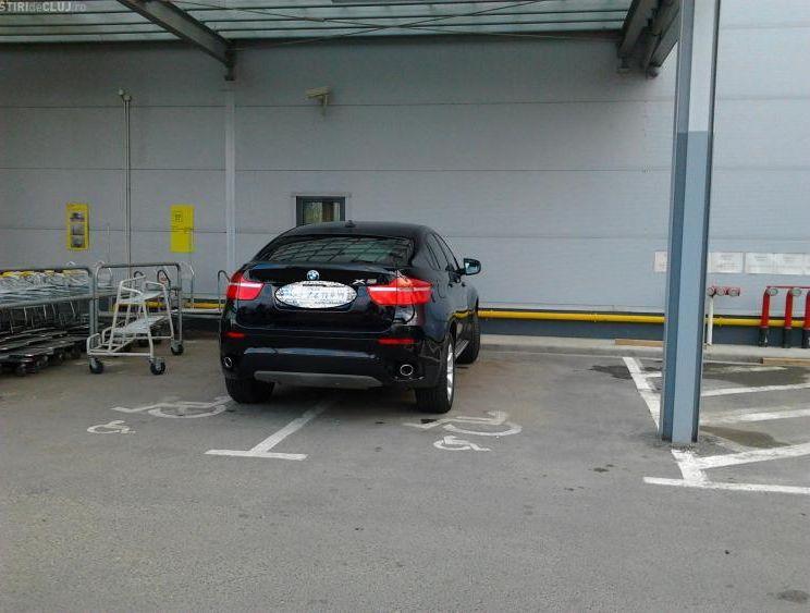 Ce se întâmplă când parchezi pe locul unei persoane cu handicap? 4