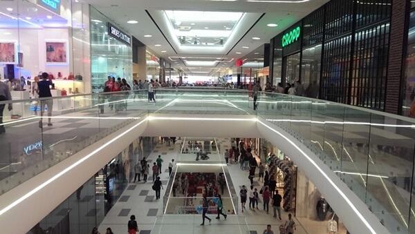 Umilința din Mega Mall, taximetrie, viitor și roboți 1