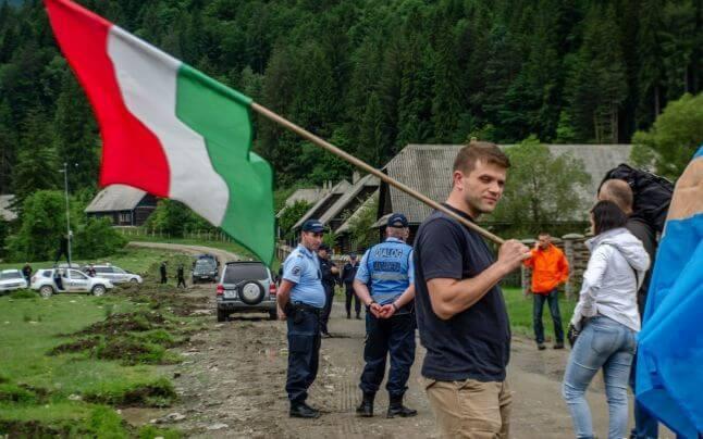 Românii se vor bate cu ungurii într-un cimitir când va amartiza primul om 2