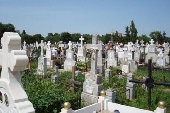 Precum în cimitir, așa și acasă 1