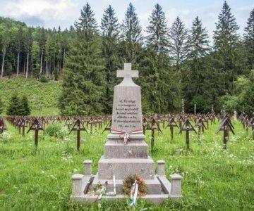 Mormântul eroului necunoscut și neuman 2