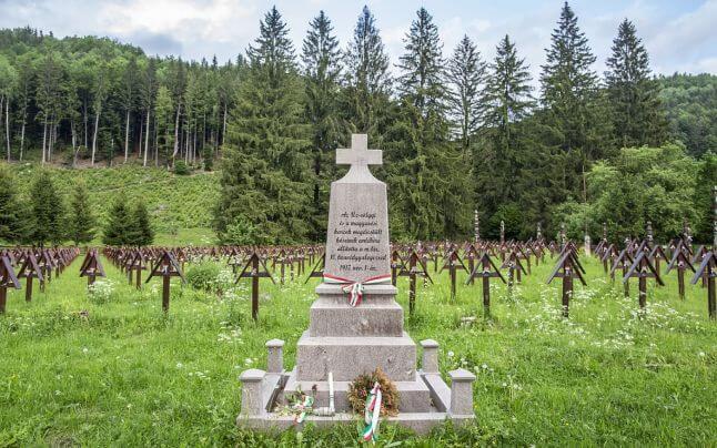 Mormântul eroului necunoscut și neuman 3