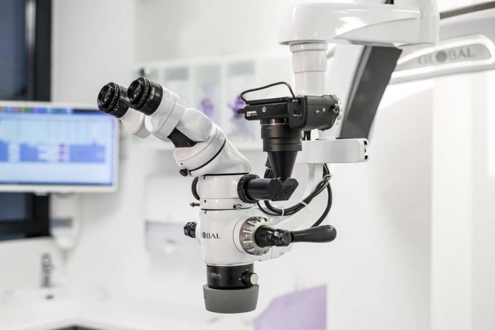 De ce este important ca un tratament de canal sa fie realizat cu ajutorul microscopului operator dentar (P) 1